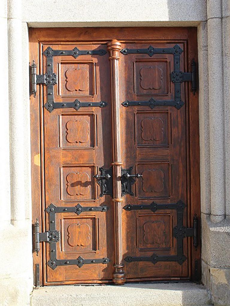 Beschläge der Eingangstür Kirche Ludwigsthal.
