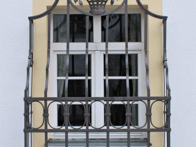 Restaurierung v. Fenstergitter,