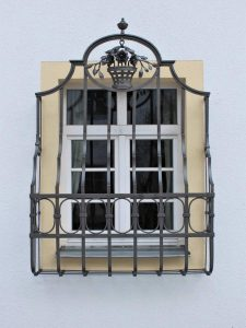 Restaurierung v. Fenstergitter