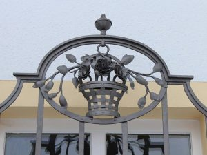 Restaurierung v. Fenstergitter, Detail